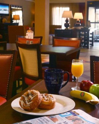 Enjoy Our Complimentary Hot Breakfast 2 of 15