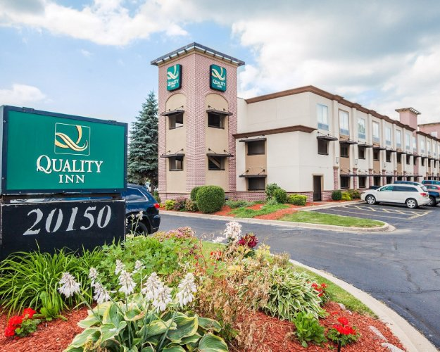 Quality Inn Milwaukee / Brookfield 1 of 21