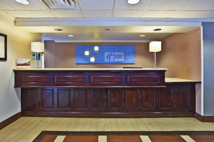 Front Desk 7 of 17