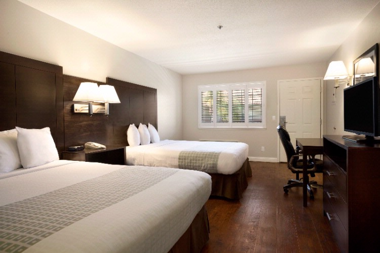 Spacious Queen/queen Rooms 8 of 10