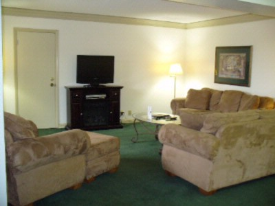 Executive Suite Parlor 10 of 16