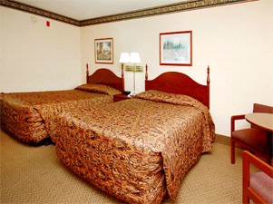 Standard Room With Two Queen Beds 6 of 9