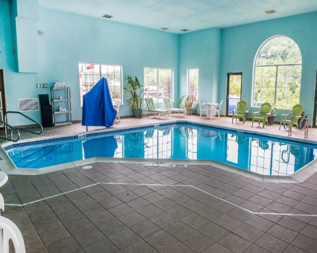 Indoor Pool 10 of 17