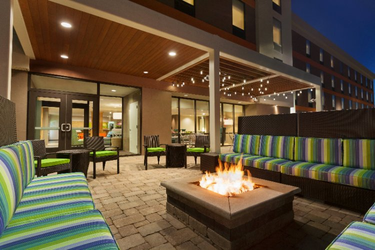 Outdoor Lounge With Gas Fire Pit 4 of 25