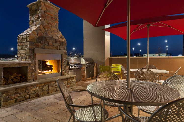 Outdoor Patio With Gas Fireplace And Gas Grills 5 of 25
