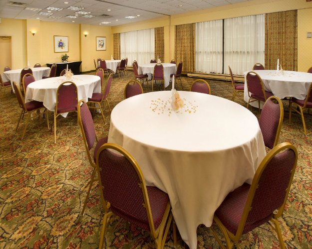 Banquet Hall 7 of 9