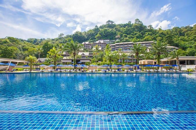 Largest Infinity Pool In Phuket With Cabane And Sun Beds 14 of 31
