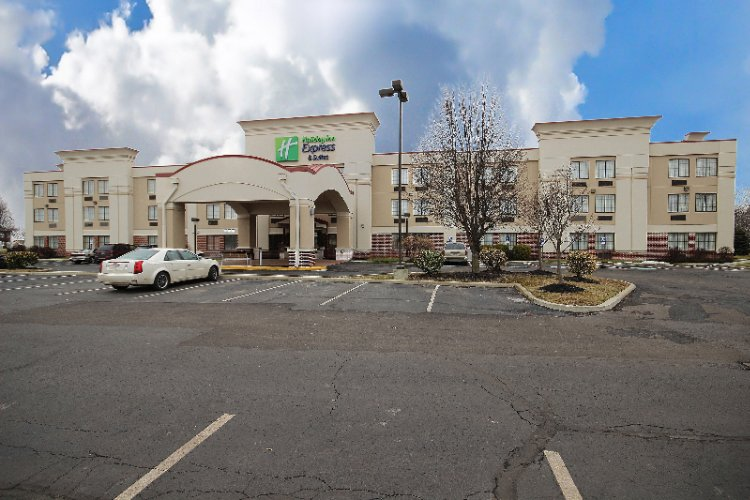 Holiday Inn Express Grove City 1 of 16