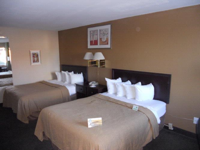 Renovated Double Queen Bedded Room 4 of 9