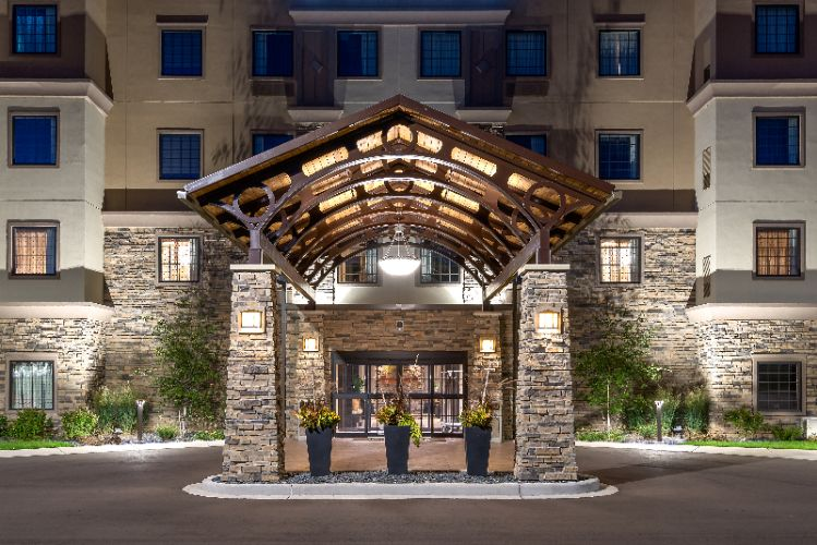 Staybridge Suites Eau Claire-Altoona Front Entrance 2 of 7