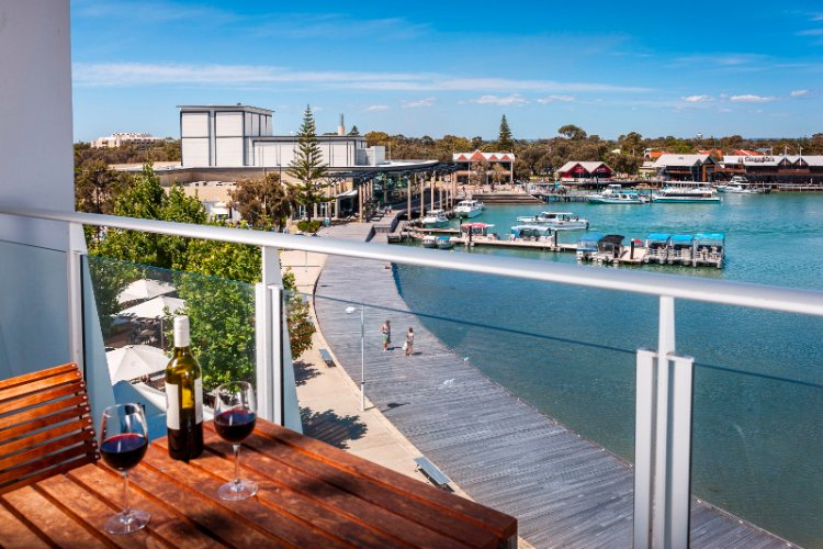 Sit Back And Soak Up The Atmosphere Of The Vibrant Mandurah Boardwalk With Restaurants Cafes Theatres And More 12 of 16