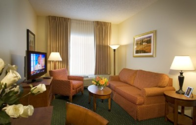 Kick Back In Our Spacious Suite Living Area In Front Of A 32-Inch High-Definition Lcd Tv. 7 of 18
