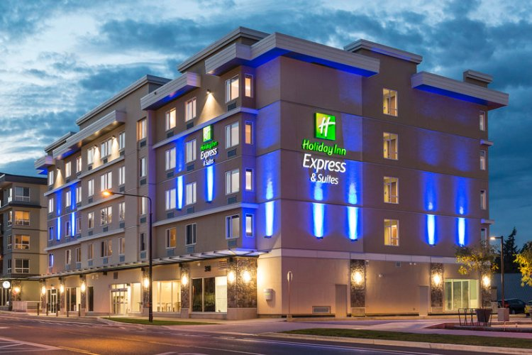 Holiday Inn Express & Suites Victoria Colwood 1 of 22