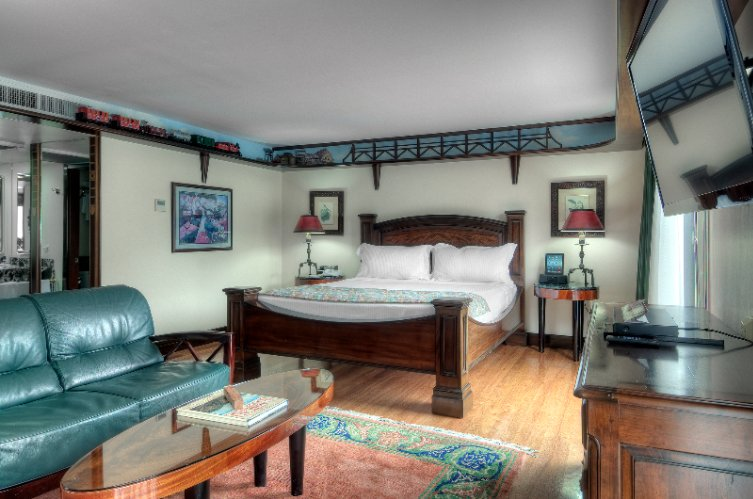 Railroad Baron Suite (King Bed And Full Kitchen) 29 of 31