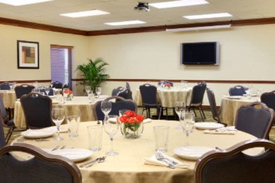 Meeting Room -Banquet Style Set-Up 17 of 18
