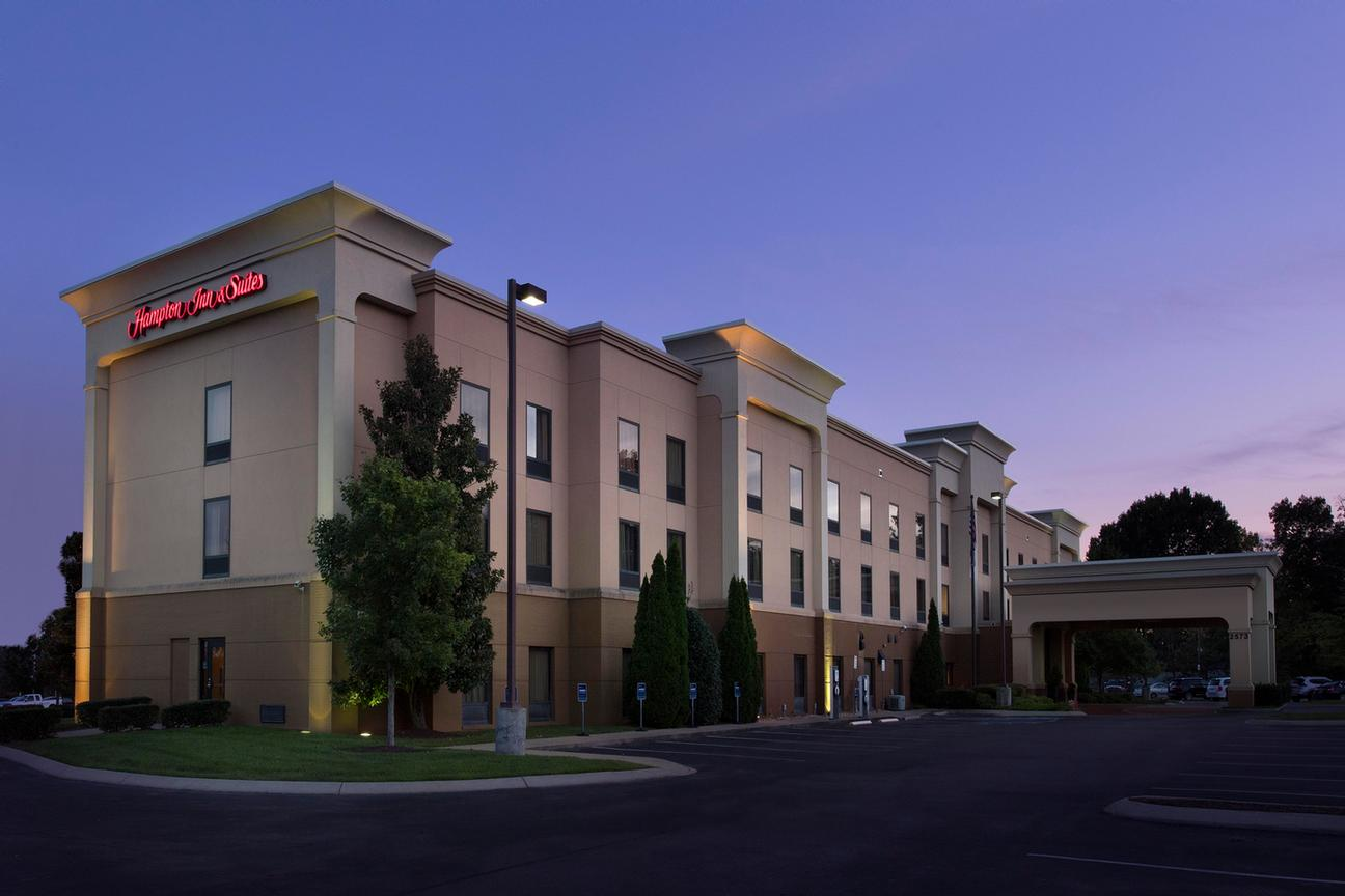 Hampton Inn & Suites 1 of 7