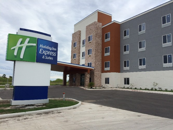 Holiday Inn Express & Suites Raymondville 1 of 11
