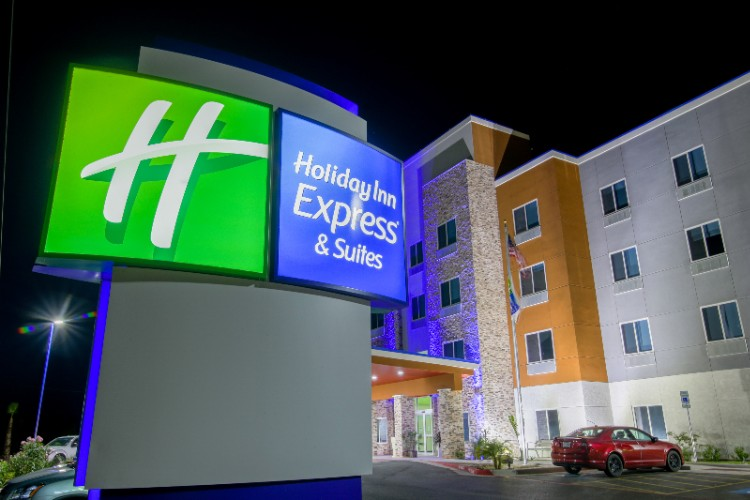 Night Time Picture Of Holiday Inn Express 11 of 11