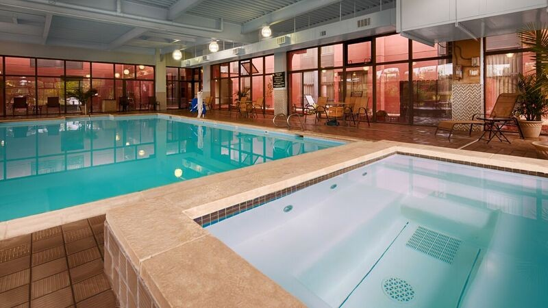 Indoor Pool And Jacuzzi 13 of 31