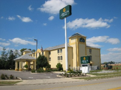La Quinta Inn & Suites 1 of 5