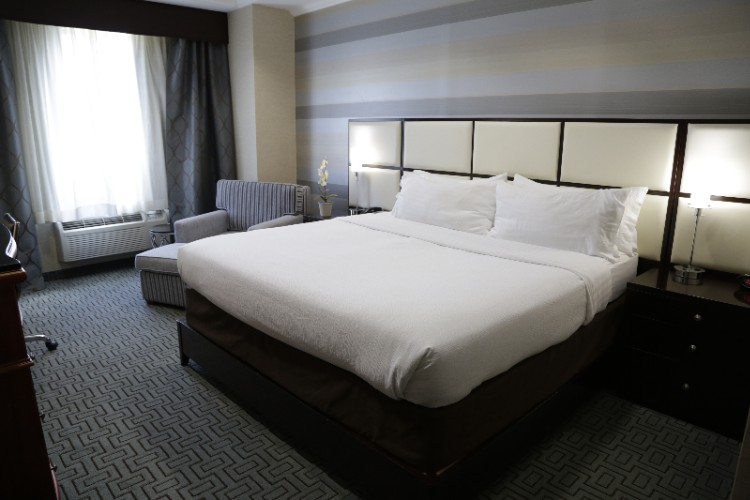 Jr. Suite 16 of 27