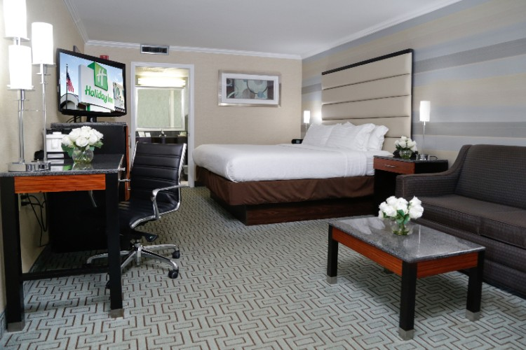 King Bed Room 8 of 27