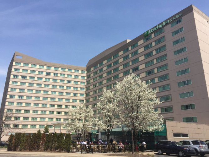 Holiday Inn & Suites Chicago O\'hare Rosemont 1 of 16