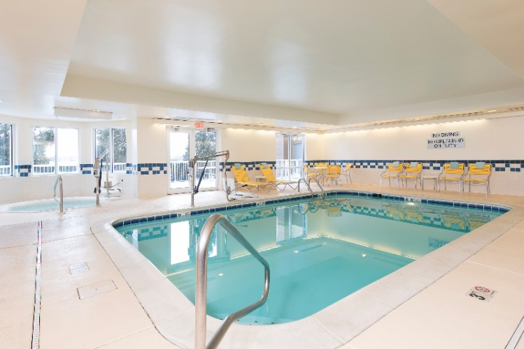 Indoor Swimming Pool And Whirlpool 5 of 11