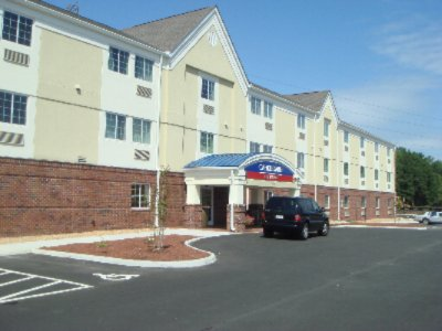 Candlewood Suites Colonial Heights Ft. Lee 1 of 10