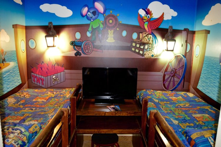 Family Suite With Two Bunk Beds! 7 of 10
