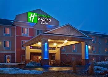 Holiday Inn Express & Suites Council Bluffs 1 of 15