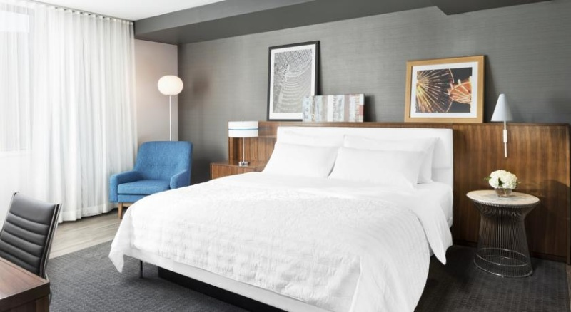 Our Classic Guestrooms Are Striking In Their Chic Design While Affording Every Modern Comfort. Contemporary Furnishings And Original Art Merge With Views Of The Courtyard Or City Streets. 4 of 15
