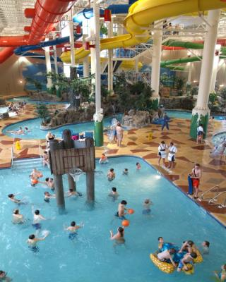 Carribean Cove Indoor Waterpark 4 of 16