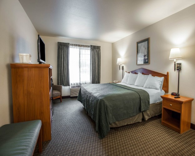 Quality Inn & Suites Federal Way Seattle 1 of 21