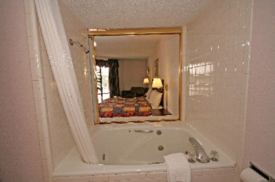 King Size Suite With Jacuzzi 5 of 8