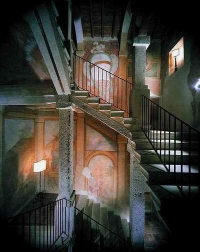 Frescoed Stairs 4 of 11