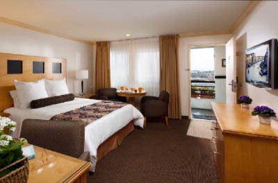 One Of Our Queen-Sized Guestrooms 3 of 5