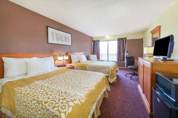 Deluxe Room -Double Beds (Remodeled) 4 of 8
