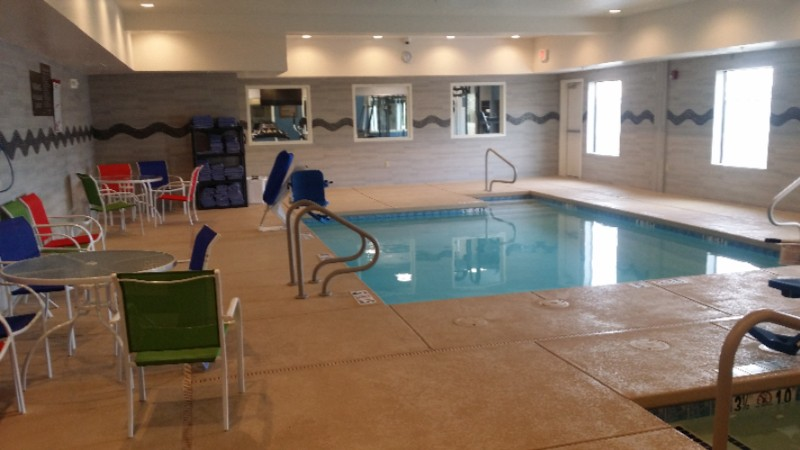 Indoor Pool 8 of 10