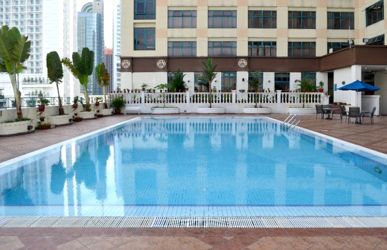 Outdoor Swimming Pool 3 of 5