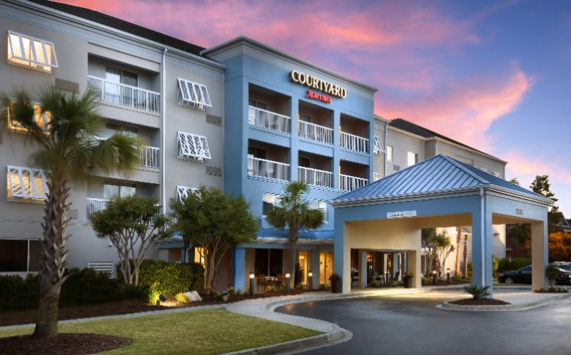 Courtyard by Marriott Broadway 1 of 11