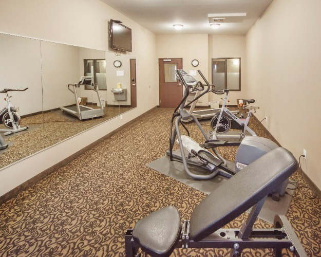 Fitness Room 8 of 14