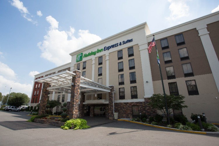 Holiday Inn Express & Suites Nashville Southeast 1 of 12