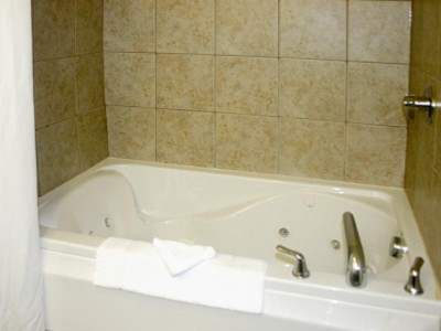 Jacuzzi Suite 4 of 8