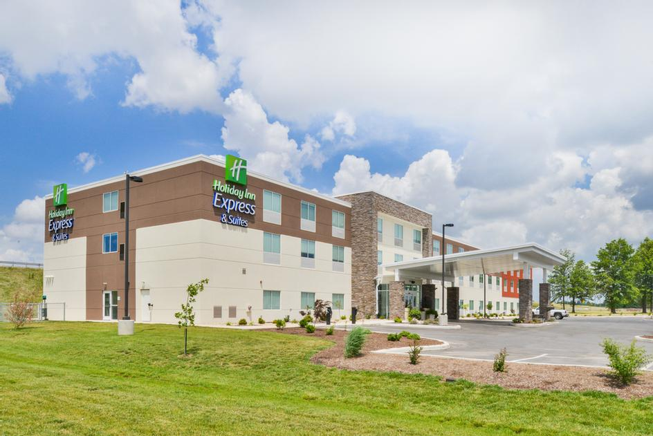 Holiday Inn Express & Suites Salem 1 of 14