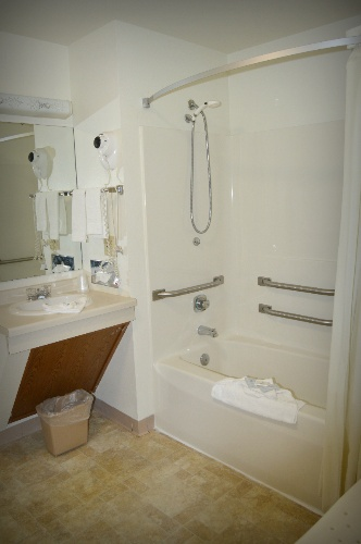 Bathroom 7 of 25
