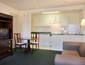 Suite Kitchenette 5 of 7