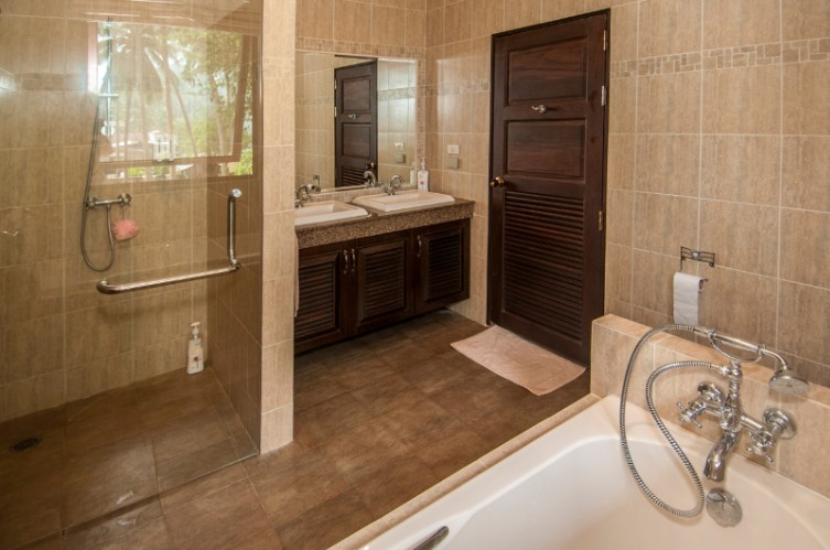 3 Bedroom Villa Master Bathroom (Other 2 Rooms Have Shared Bathroom) 12 of 16