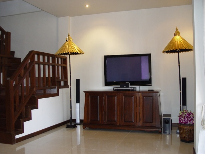 3 Bedroom Villa Tv & Stairs To 2nd Floor 10 of 16