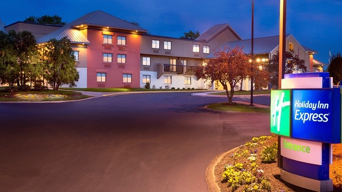Newly Renovated Holiday Inn Express Nashville Airport 3 of 24